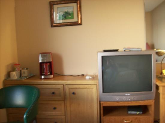St Ann's Motel & Cottage: room