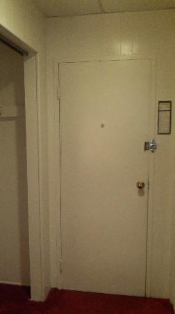 Tomac Motor Inn: Door