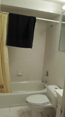 توماك موتور إن: Bathroom 