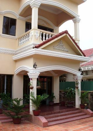 Watery Fowls Guesthouse: House Front