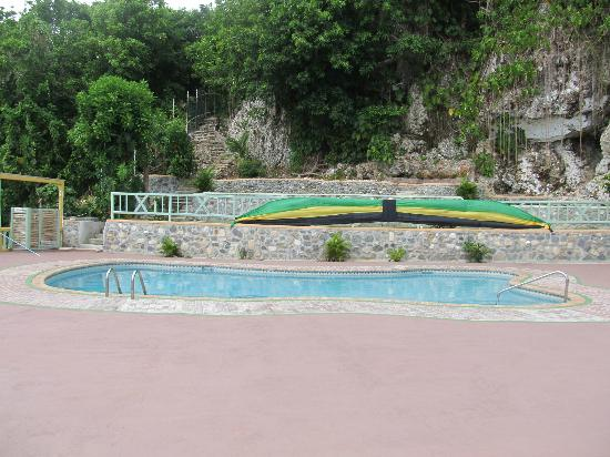 Pimento Lodge Resort: The pool.