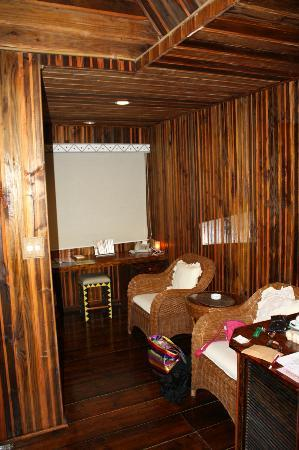 Palau Plantation Resort: Room included chairs and desk.