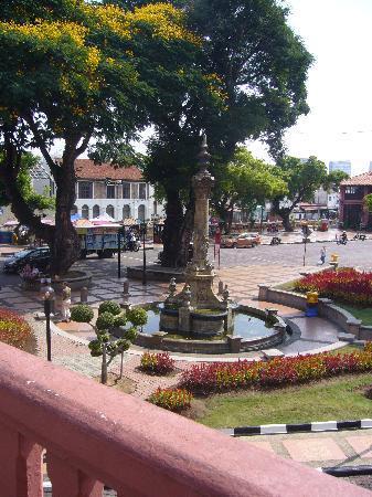 Queen Victoria's Fountain: 本日休業