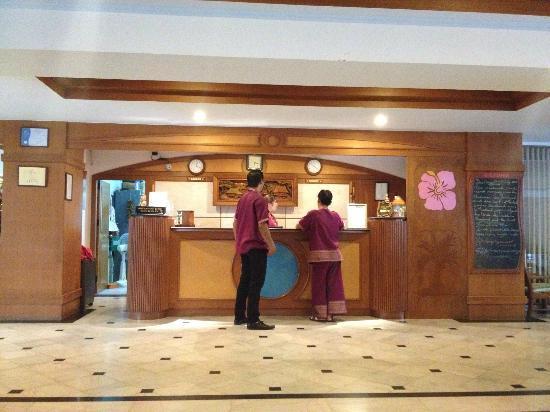 Chaba Samui Resort: フロントはこんな感じ