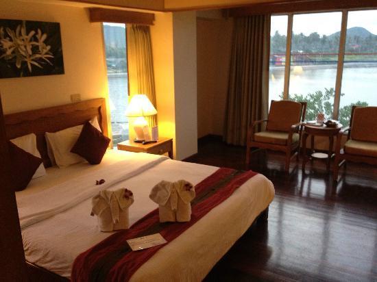 Chaba Samui Resort: レイクウイング。ベッドの上のタオルが象さんになってます