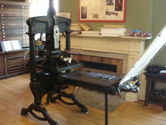 Mackenzie Printery & Newspaper Museum : Another of the presses on display - you get to use this one!