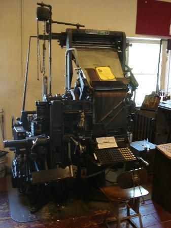 Mackenzie Printery & Newspaper Museum : A genuine linotype machine