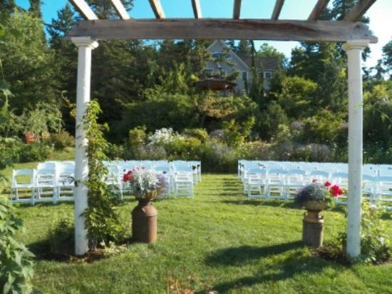 Husum Highlands Bed and Breakfast: The view from the bride and groom's perspective