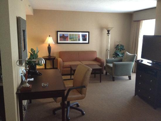 Homewood Suites by Hilton Salt Lake City - Downtown: ゆったり仕事もこなせます。Wi-Fi遅いけど・・・。