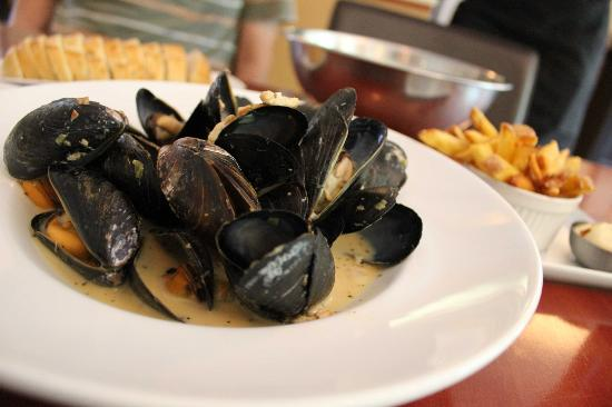 About Thyme Bistro: Mussels of the Day - leek and smoked bacon sauce