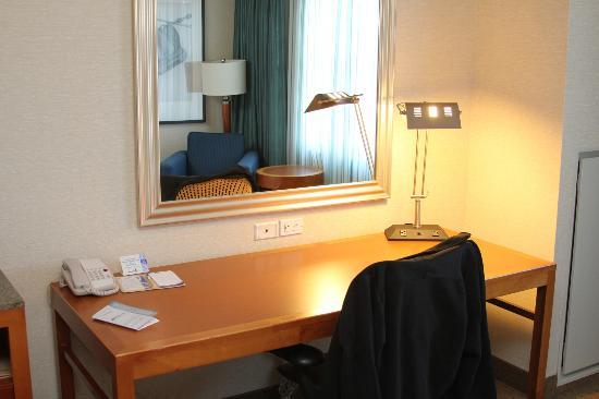 Hilton Garden Inn Portsmouth Downtown: Great workspace