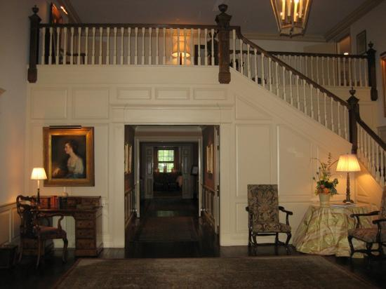Grace Mayflower Inn & Spa: lobby
