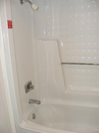 FairBridge Inn Express at Windsor Oaks: Shower