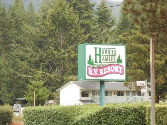 Redwood Meadows RV Resort: Entrance sign