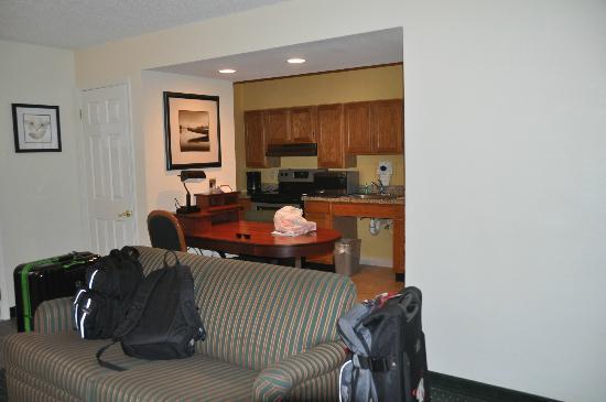 Sonesta ES Suites Colorado Springs : Schreib- und Küchenecke