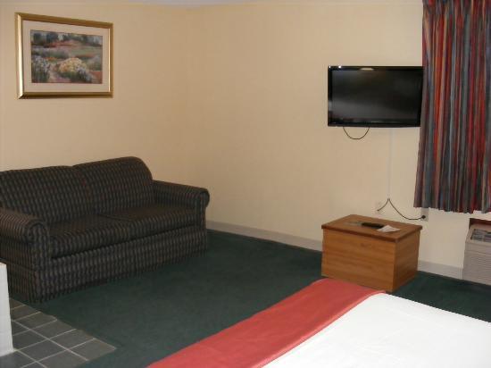 Baymont Inn & Suites Springfield: Suite area