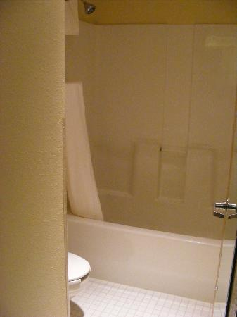 Baymont Inn & Suites Springfield: Bathroom