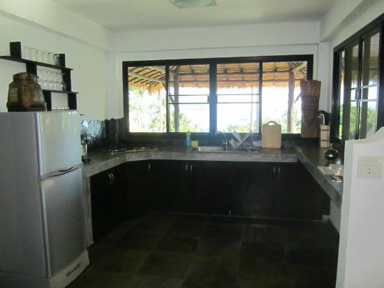 Koh Tao Heights Boutique Villas: Kitchen