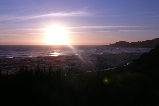 BEST WESTERN Agate Beach Inn: Sunset from the room