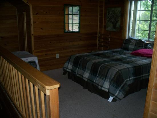 Wooden Nickel Cabins: Loft bedroom