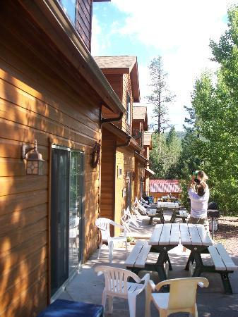 Wooden Nickel Cabins: Picnic area
