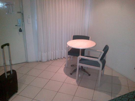 Best Western Sunnybank Star Motel: Table in room