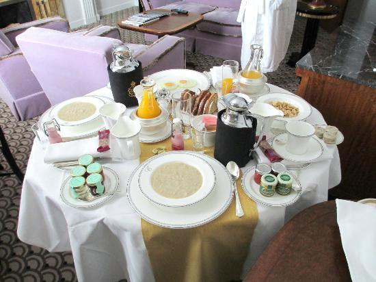 Claridge's: Beautiful Room Service Breakfast