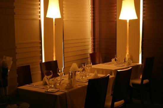 restaurant le nocturne dans nimes avec cuisine fran aise. Black Bedroom Furniture Sets. Home Design Ideas