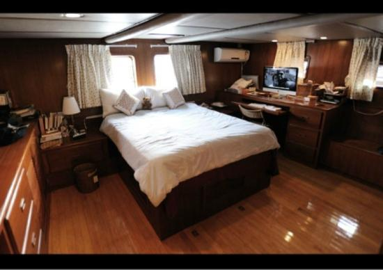Life on a boat - Moksha: Stern-Captain Suite