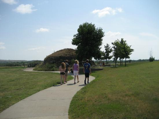 North Dakota: Hidatsa Earth Lodge