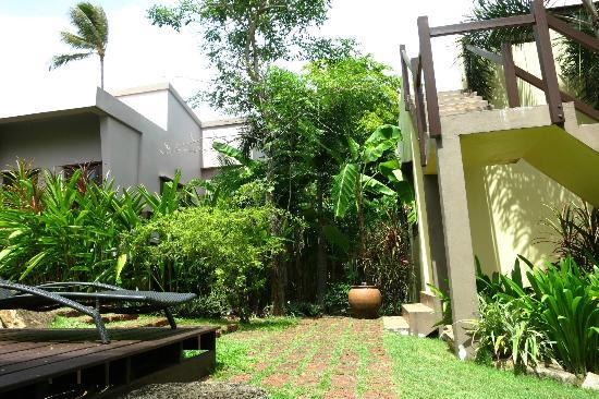 Villa Tanamera: Lush greenery surround the villas