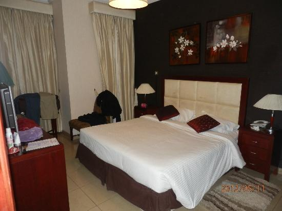 Ascot Hotel Apartment: Room for the parents (view 3)