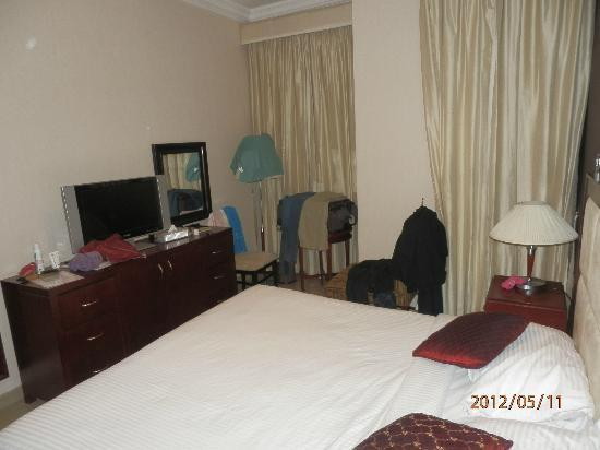 Ascot Hotel Apartment: Room for the parents (view 2)