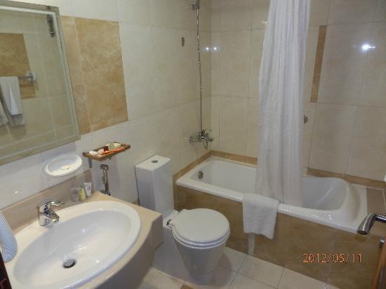 Ascot Hotel Apartment: Excallent Clean Bathrooms