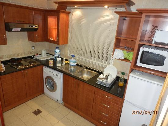 Ascot Hotel Apartment: Fully Loaded Separate Kitchen