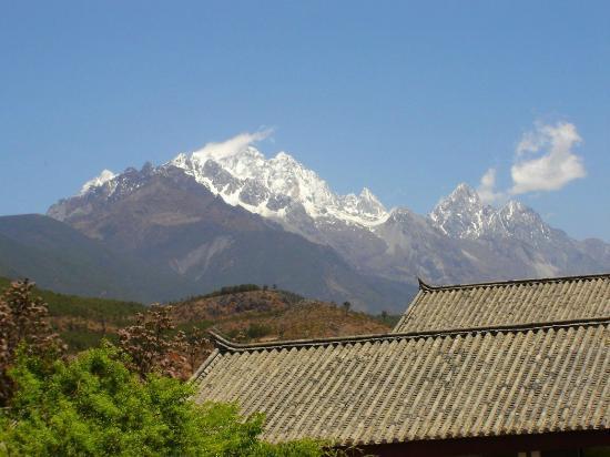 Conifer Lishui Yang'guang Hotel: Jade Dragon Mountain - View from the Hotel