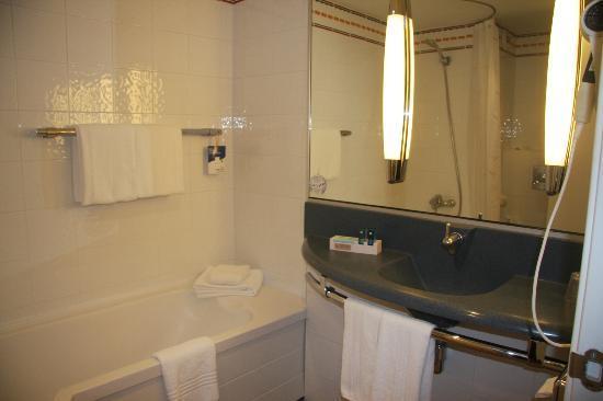Novotel Barcelona Sant Joan Despi: Salle de bain