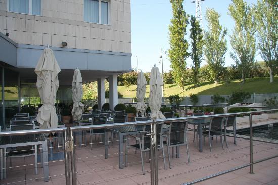 Novotel Barcelona Sant Joan Despi: Terrasse extérieure