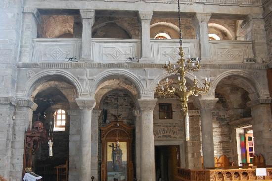 Panayia Ekatondapiliani Cathedral: inside