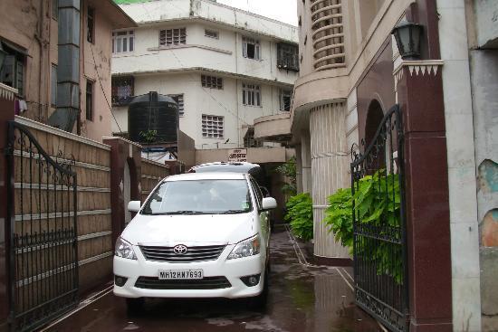 Hotel Ashray International: The Enty area