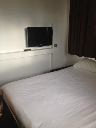 Holiday Inn Express Stuttgart Airport: la tv