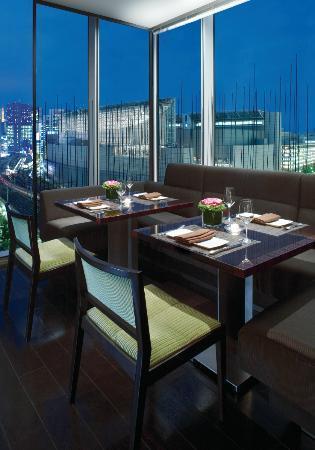 "Four Seasons Hotel Tokyo at Marunouchi : 7F Restaurant ""ekki BAR & GRILL"""