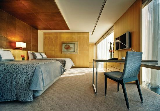 Four Seasons Hotel Tokyo at Marunouchi: Premier Room - 2 Queen Size Beds