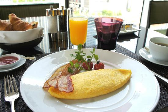 Four Seasons Hotel Tokyo at Marunouchi: 7F ekki BAR & GRILL - breakfast
