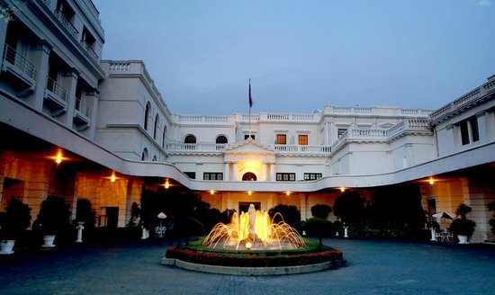 Mount Lavinia Hotel: Courtyard
