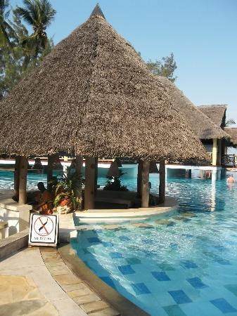 Neptune Palm Beach Boutique Resort & Spa All Inclusive: Pool Bar