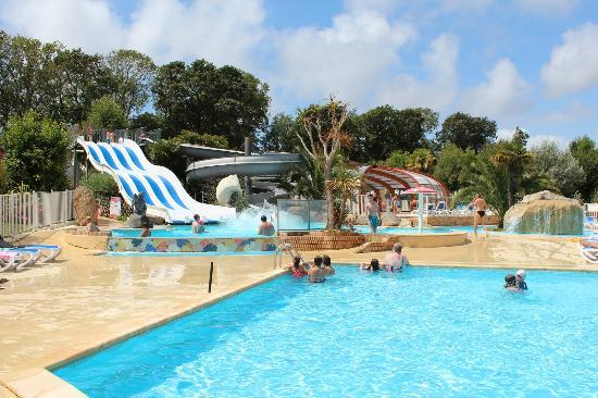Camping Sandaya Les 2 Fontaines : Pools and slides
