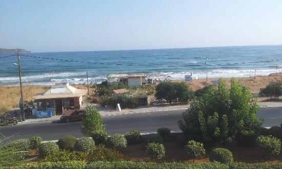 Cretan Dream Royal: Vistas desde la entrada del hotel