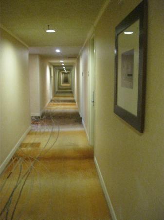 Hyatt Regency Phoenix: 客室の廊下