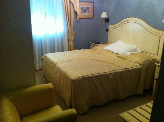 Hotel Carlton Capri: Habitacion